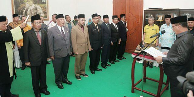 Bupati Lingga, H Alias Wello Lantik 8 Pejabat Eselon II. (Foto : Ist/sijorikepri.com)