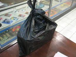 Kantong kresek, khususnya yang berwarna hitam yang merupakan produk daur ulang berbahaya