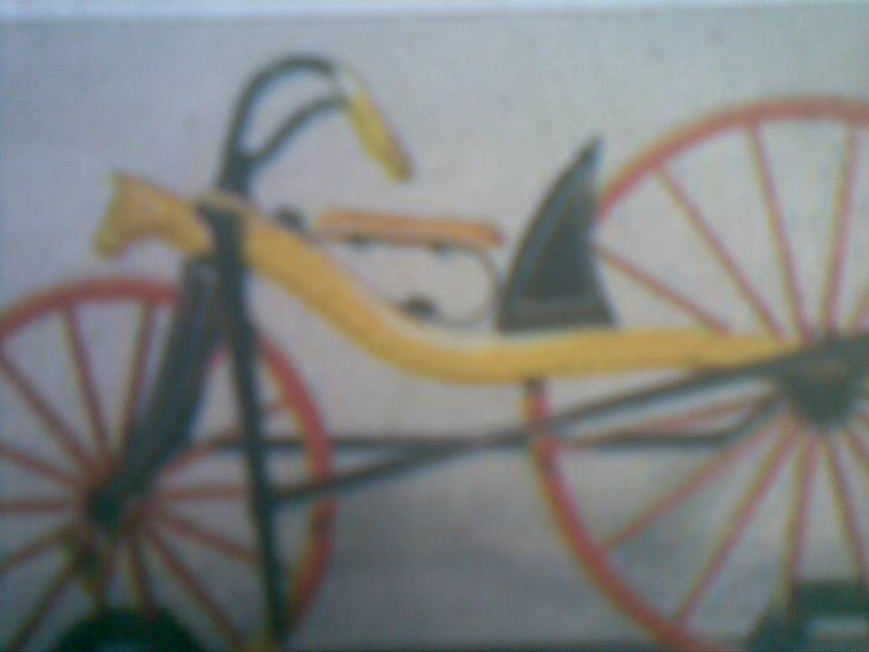 Foto : Sepeda/velocipede tempo dulu,terbuat dari kayu beroda besar dan kecil.