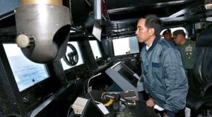 021970600_1466686365-20160623--Jokowi-Gelar-Rapat-di-Kapal-Perang-KRI-Imam-Bonjol-383-Kepri--Setpres-02
